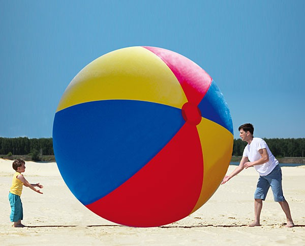 Le ballon gonflable de plage géant, immense, monumental !